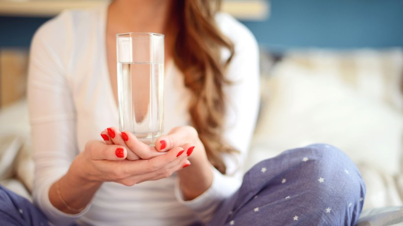 How a glass of water in the morning helps you lose weight