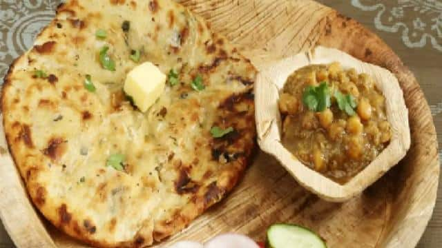 Lunch Special Recipe: easy way to make amritsari aloo kulcha recipe without using tandoor at home in hindi